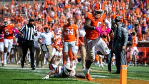 Clemson WR Williams to miss time with thumb injury