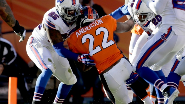 Bills safety Aaron Williams doesn't back off criticism of fist-bumping NFL officials Article Image 0