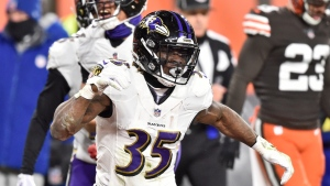 Ravens, Edwards agree to 2-year, $10M deal