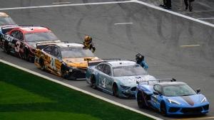 Daytona 500 resumes after lengthy delay