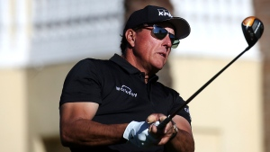 Mickelson in contention in Champions event