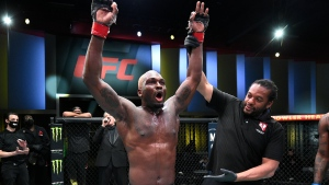 Brunson submits Till in UFC main event