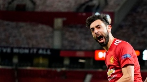 United thrashes Roma in UEL semi first leg