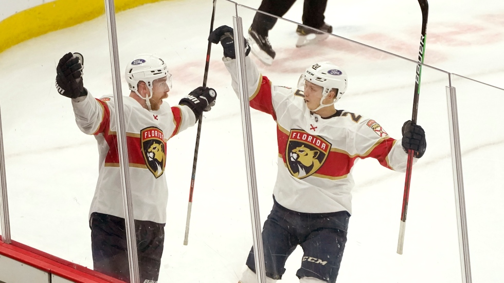 Panthers re-sign RFA Bennett to 4-year, $17.6M deal