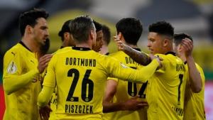 Reyna scores 2 as Dortmund breezes into German Cup final