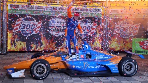 Dixon wins IndyCar at Texas again ahead of rookie McLaughlin