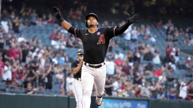 Brewers acquire INF Escobar from D-Backs