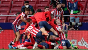 Late Suarez goal moves Atletico one win from league title