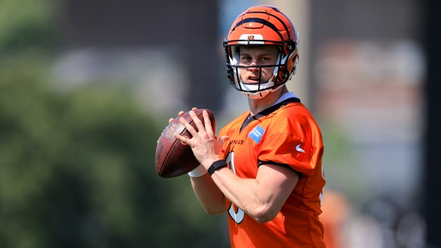 Burrow unlikely to play in preseason, Bengals owner says