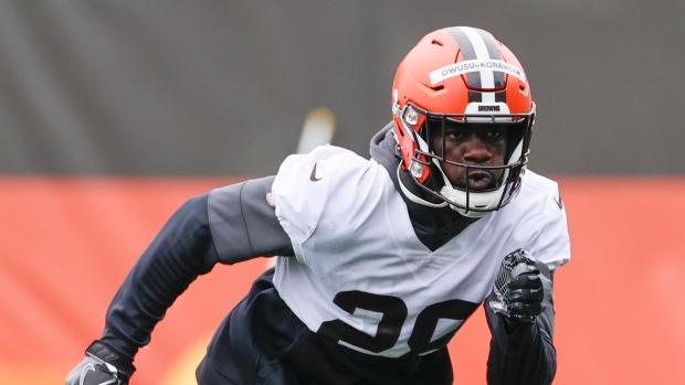 Browns sign rookie LB Owusu-Koramoah, starred at Notre Dame