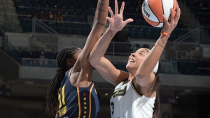 Parker makes home debut, helps Sky end losing streak with win over Fever