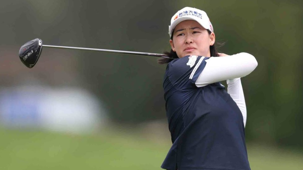 Lee takes two-shot lead into final round at Lake Merced