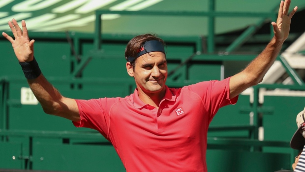 Federer wins Halle opener on return to grass