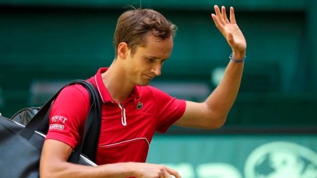 Struff stuns top-seeded Medvedev in first round at Halle Open
