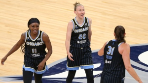 Vandersloot becomes 4th in WNBA history with 2,000 assists; Sky beat Lynx