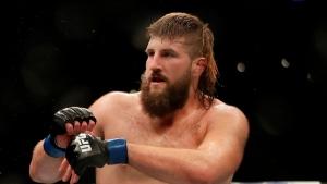 Canadian Boser แจ้งการต่อสู้ UFC สั้น ๆ