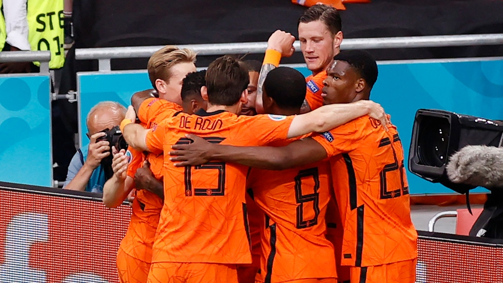 Netherlands tops Austria to qualify for Round of 16