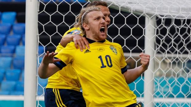 Forsberg penalty puts Sweden past Slovakia