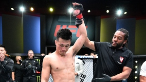 Jung outpoints Ige at UFC Fight Night to stay in title picture