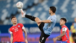 Suarez goal earns Uruguay draw with Chile