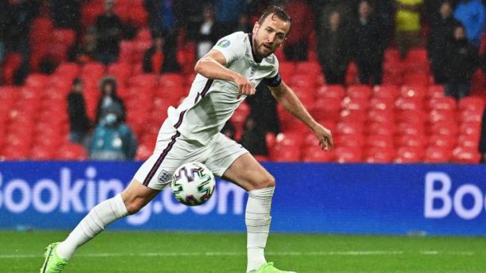 England aims to clinch Group D's top spot in match vs. Czech Republic
