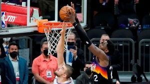 Ayton's miracle alley-oop at buzzer gives Suns 2-0 lead over Clippers