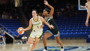 Mabrey scores 28 points, Wings beat Sky