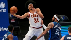 Cavaliers extend qualifying offer to C Allen