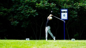 Late surge vaults Bursey into the lead at Mackenzie Investments Open