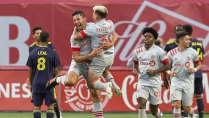 Toronto FC extends unbeaten streak to five games, tie Nashville