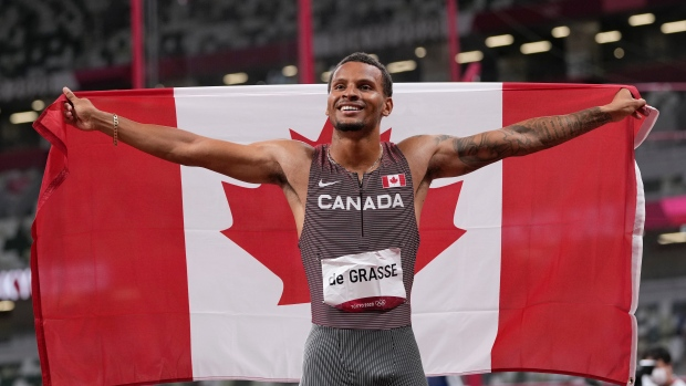 Canada's De Grasse wins gold in men's 200m