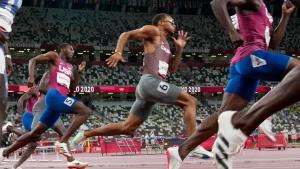 De Grasse leads 4x100m relay team into final