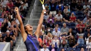 Fernandez defeats Kerber, moves into US Open quarterfinals