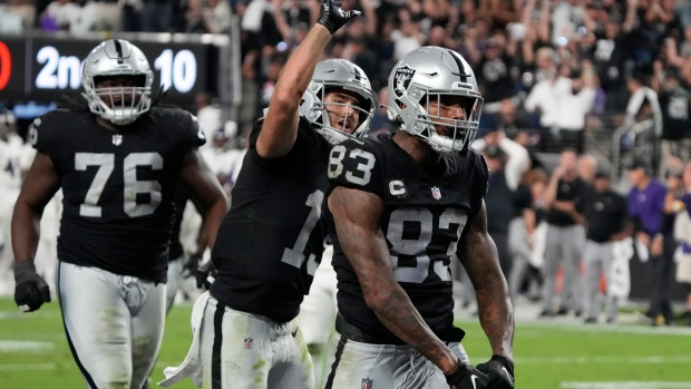 Carr's TD pass rallies Raiders past Ravens in overtime