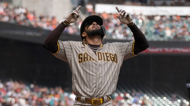 Tatis powers Padres over Giants to gain on Cardinals