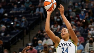 Fowles leads Lynx past Fever, secures playoff bye