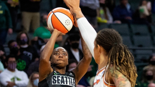 Loyd ties WNBA record as Storm beat Mercury