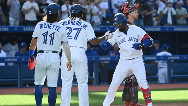 Hernandez home run spurs Blue Jays to win over Twins