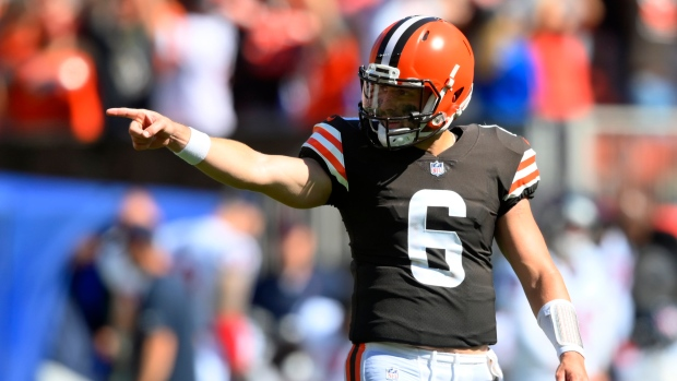 Mayfield shakes off injury, leads Browns past Texans