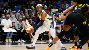 Ogunbowale, Wings keep Sparks from playoffs, Liberty in