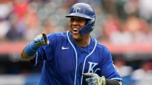 Perez breaks Bench's home run record in Royals' win