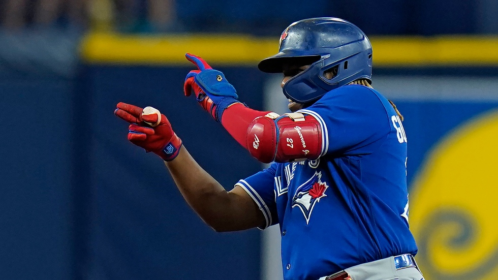 Blue Jays maintain wild card spot with win over Rays