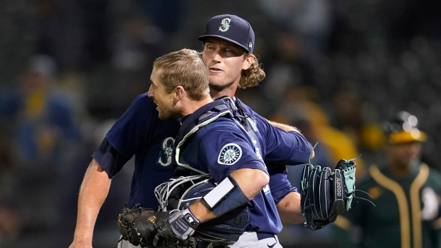 Mariners top A's, move up in playoff race