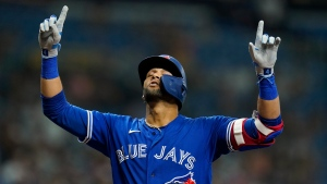 Gurriel Jr. injures right hand; X-rays negative