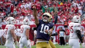 No. 12 Notre Dame beats No. 18 Wisconsin; Coan hurt