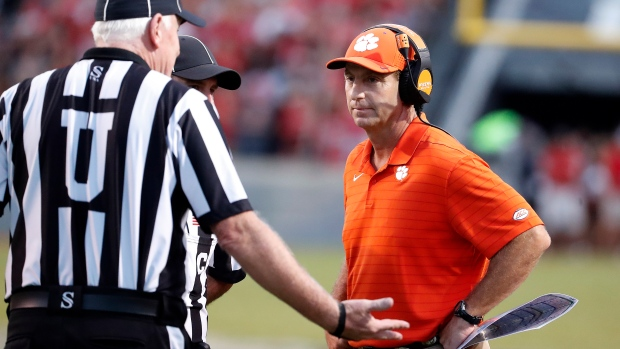 Clemson falls to No. 25 in AP Top 25, snapping top-10 streak