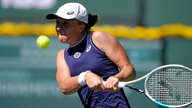 Swiatek, Murray advance to third round at Indian Wells