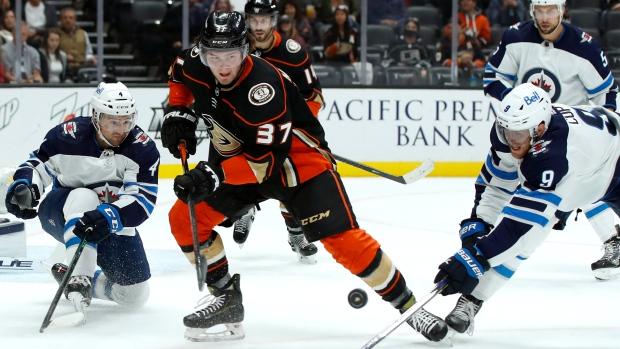 McTavish, 18, scores in NHL debut as Ducks beat Jets