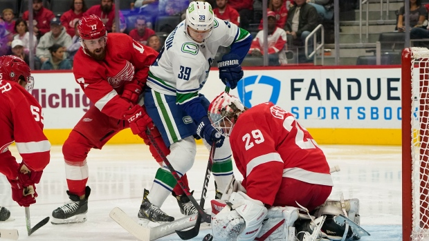 Greiss makes 40 saves as Red Wings beat Canucks