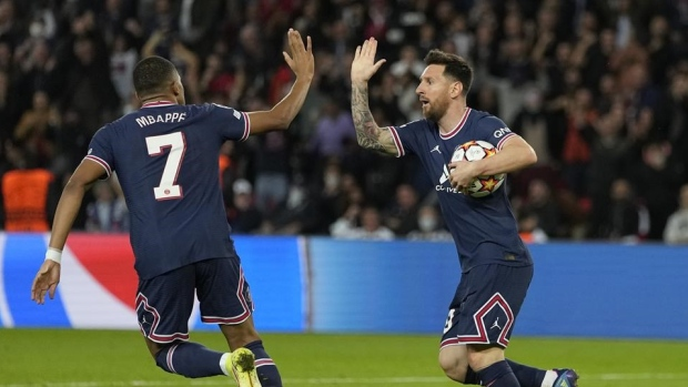 Messi scores twice to rescue PSG in win over Leipzig